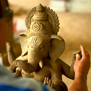 Cow Dung Ganesha – The perfect balance of tradition & ecology